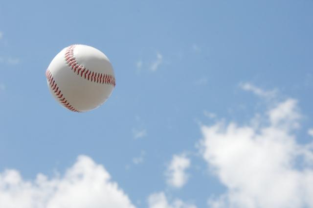 空にボール
