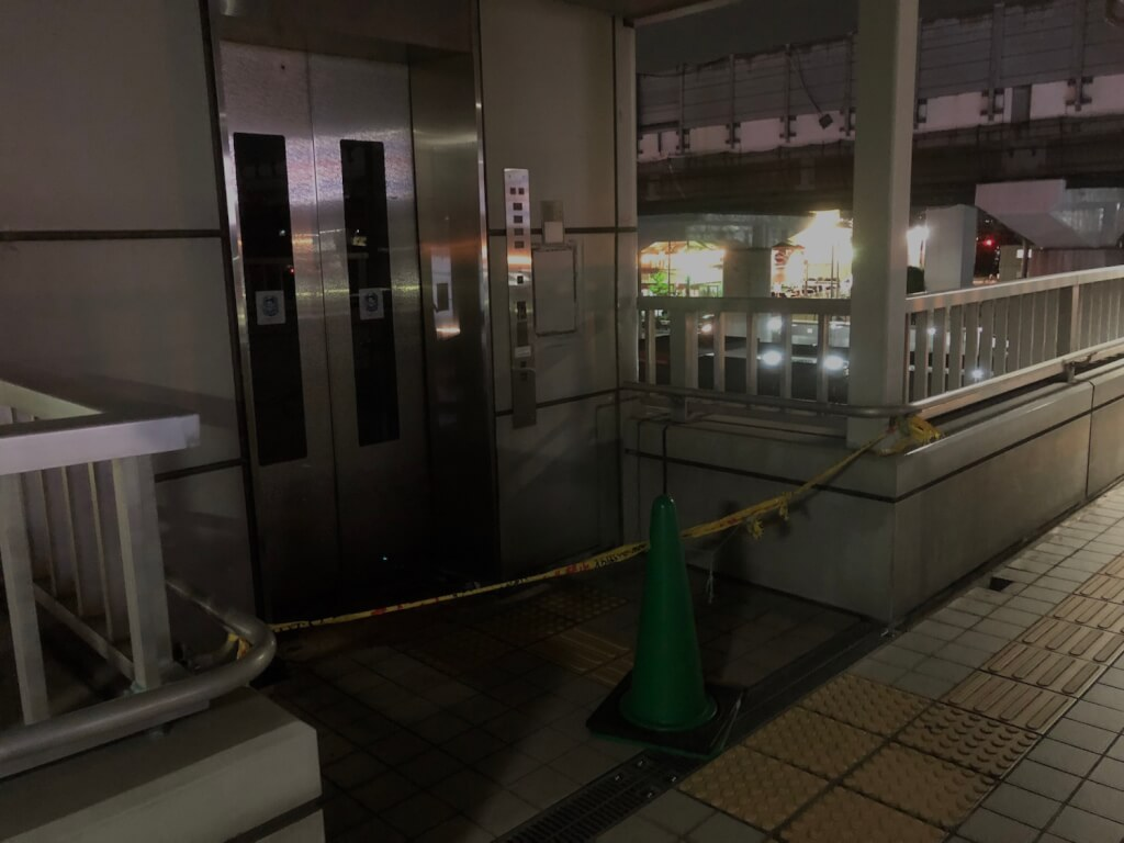 2階エレベーター