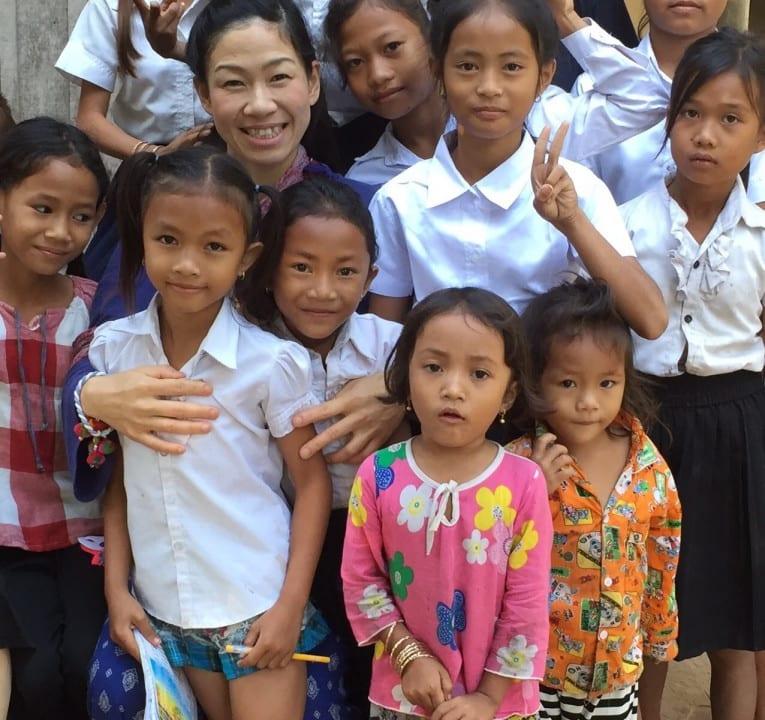カンボジアの子供と村田美香