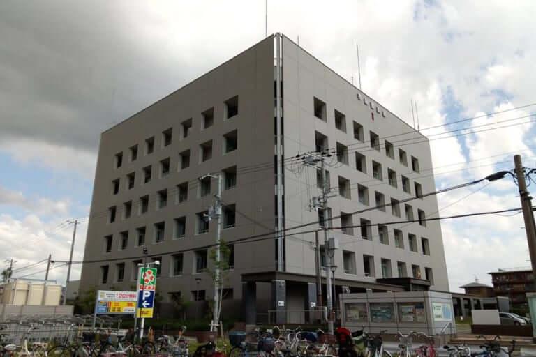 【東大阪市】偽ブランド所持で9人逮捕、東大阪市と八尾市の倉庫で約2000個の偽ブランド所持が発覚