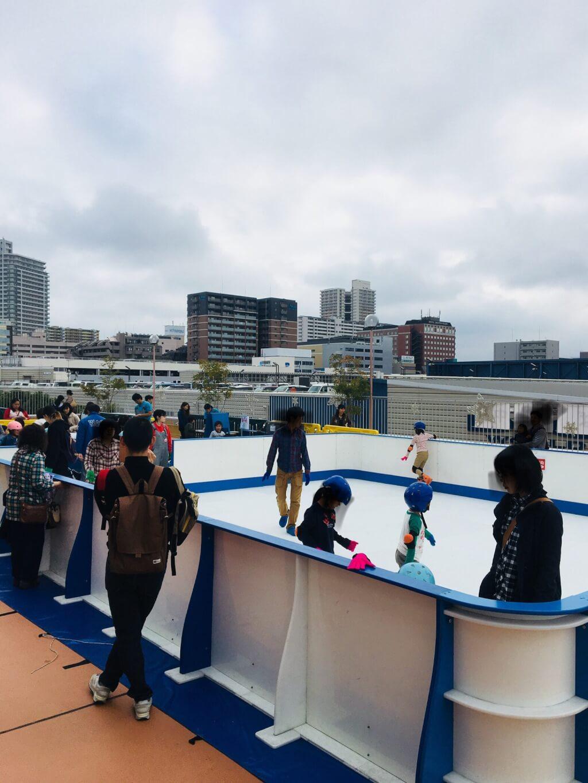 スケートリンク内