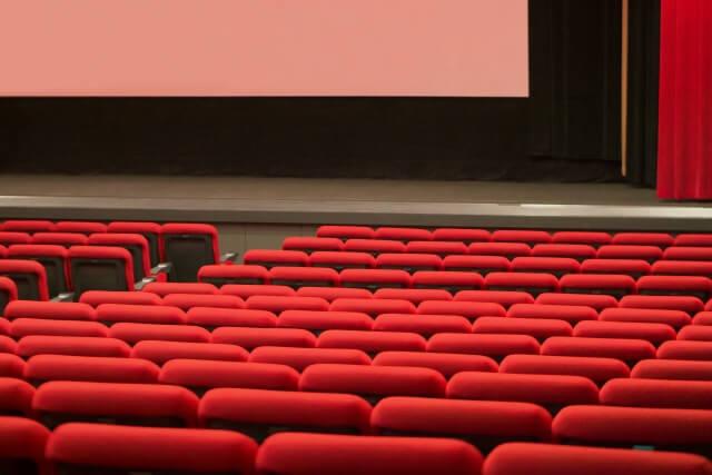 映画館で読み聞かせ