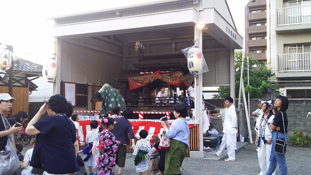 塚本神社 夏祭り 境内 獅子舞
