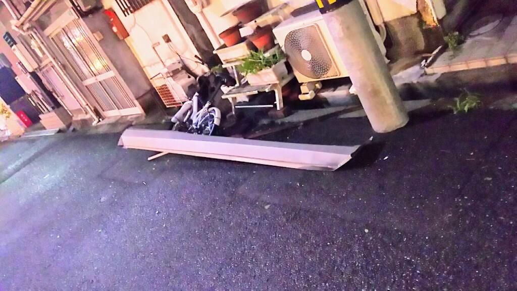 2018年9月4日 19時前後の街の様子 道路に落ちた 飛来物