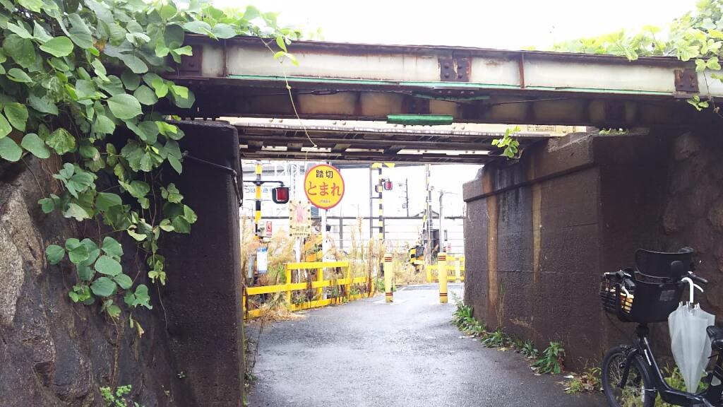 日本一 低い高架下 真ん中から 田川 踏切まで