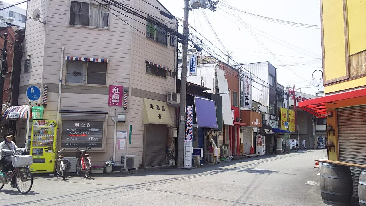 スタンド4坪と その周辺の店舗