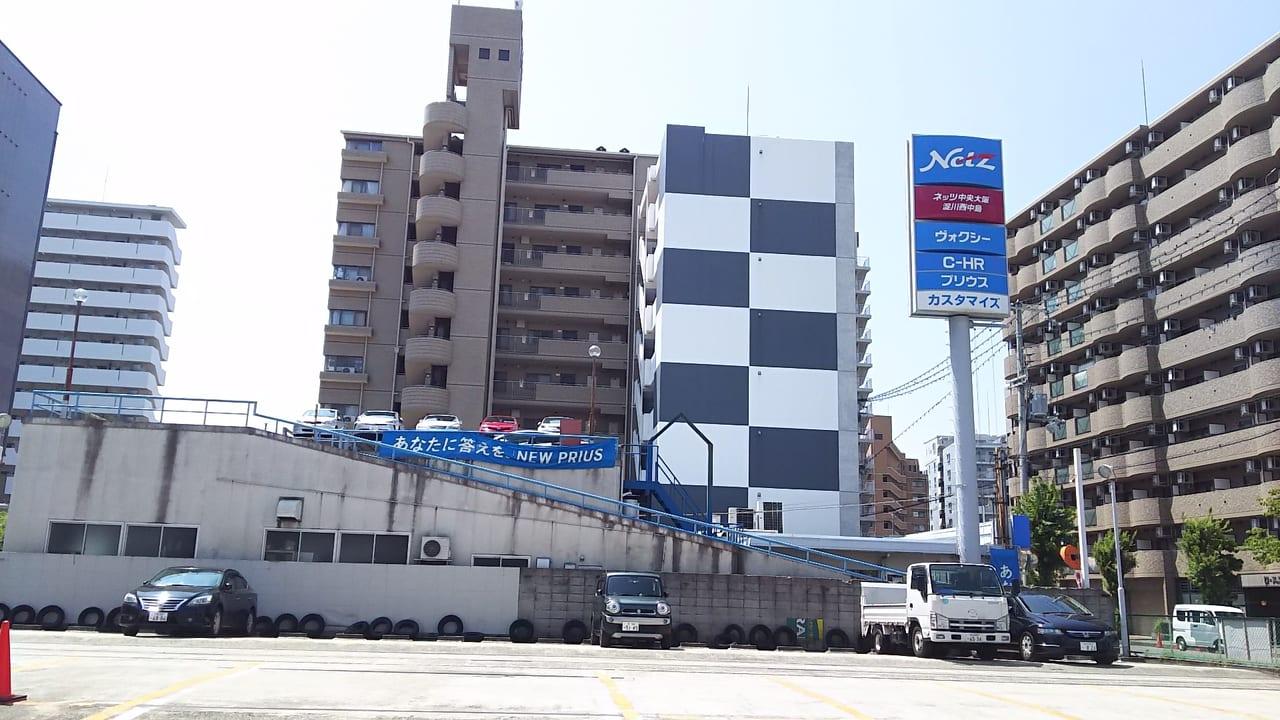 阪急京都線線路から見た ネッツトヨタ中央大阪 淀川西中島店