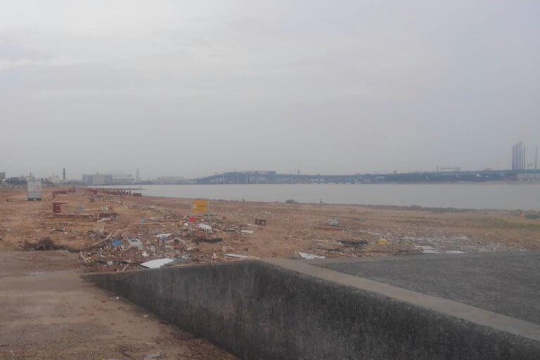 台風後の浜