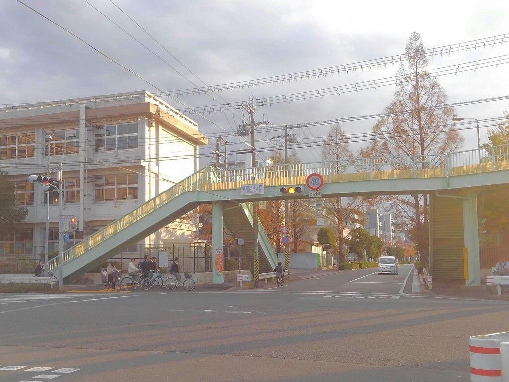 鳴尾町4丁目交差点