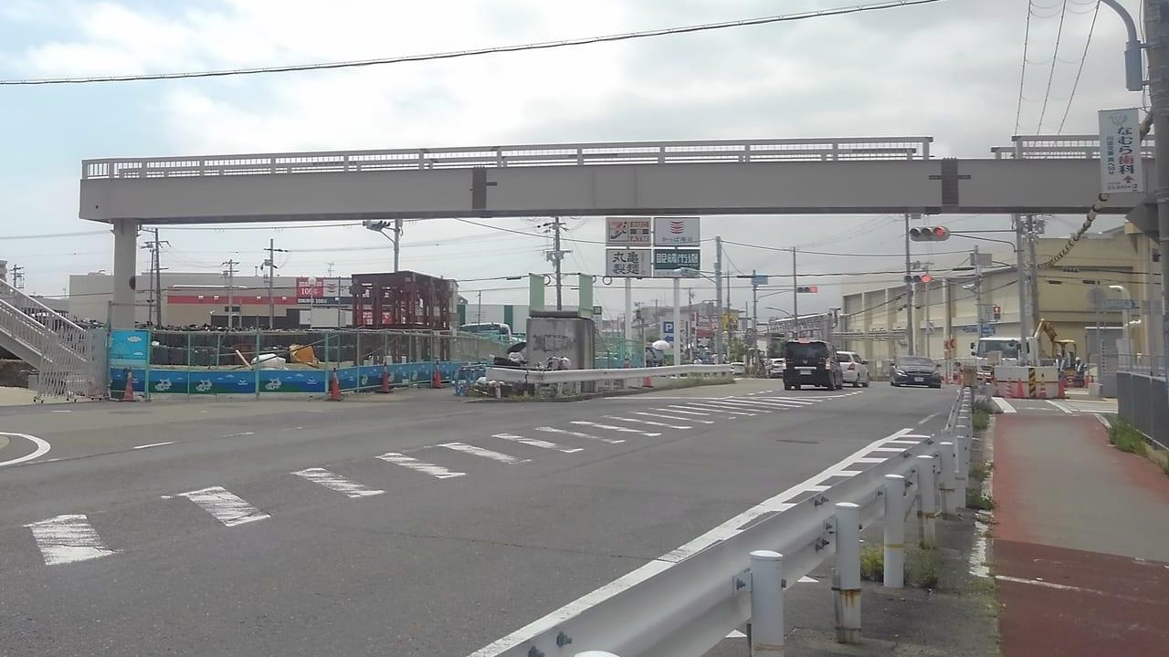架け替え工事の歩道橋