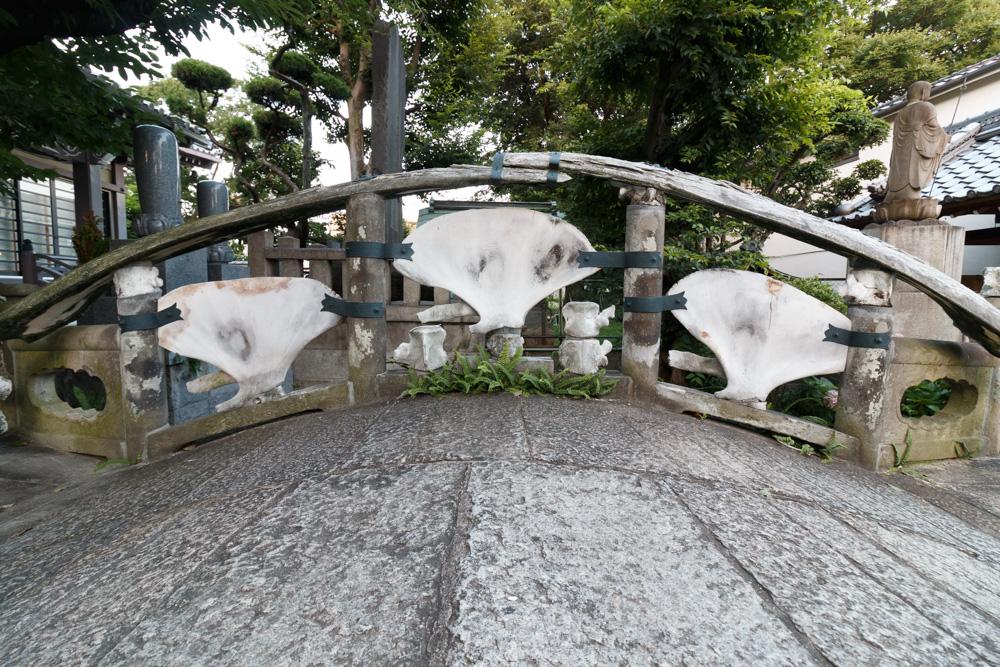 くじら橋雪鯨橋