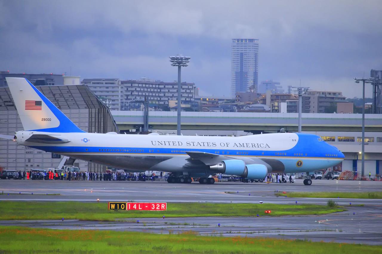 G20大阪サミットで来日のトランプ大統領を乗せたエアフォースワン