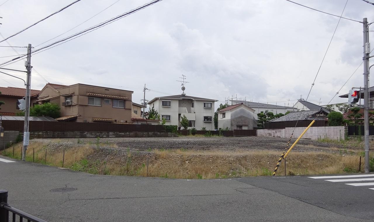 駅前の更地