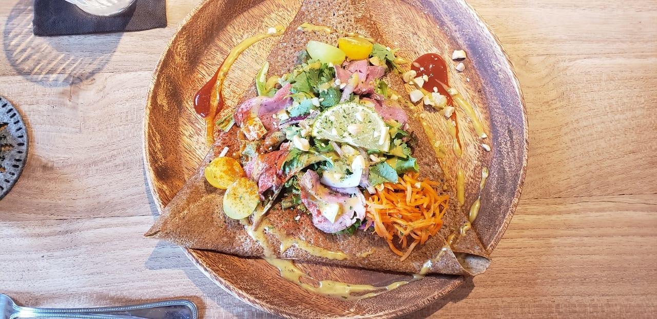 パクチーとローストビーフのサラダ
